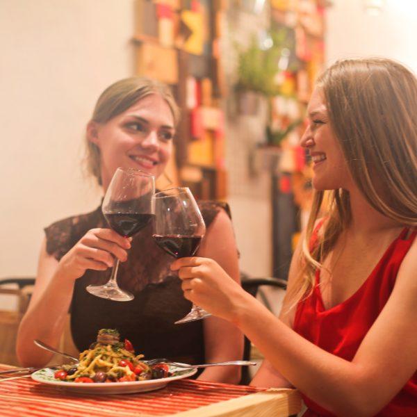 Vino rosso: fa davvero bene o è solo un falso mito?