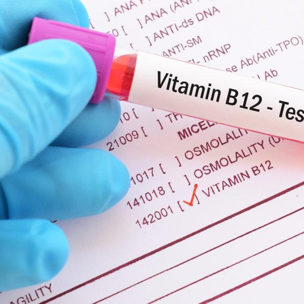 Quali sono i sintomi di una carenza di vitamina B12?